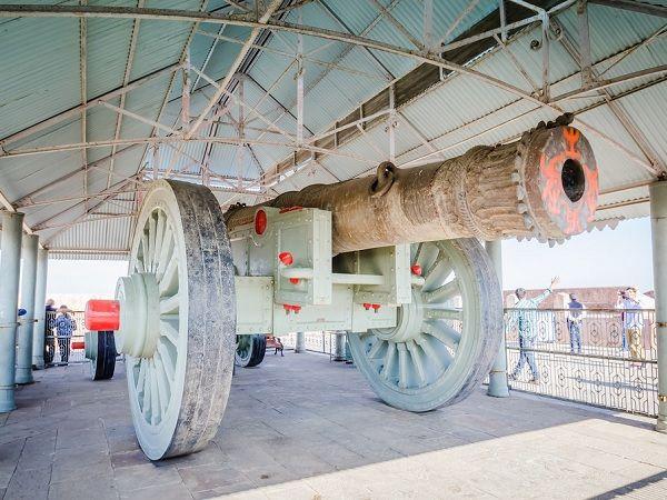 Jaivana Cannon at Jaigarh Fort